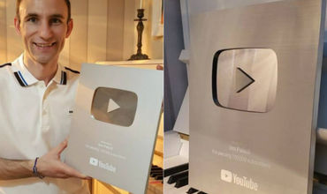 """Еще один молдаванин был награжден """"Серебряной кнопкой"""" от YouTube."""
