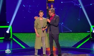 В этот раз Максим Гнатюк вышел на сцену с песней «Город, которого нет».