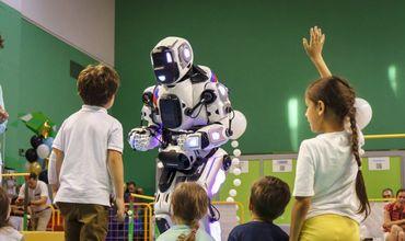 Журналисты «Вести Ярославль» посвятили Борису часть сюжета и назвали его «самым современным роботом».