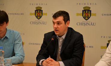 Муниципальный советник от Партии социалистов Виталий Мукан.