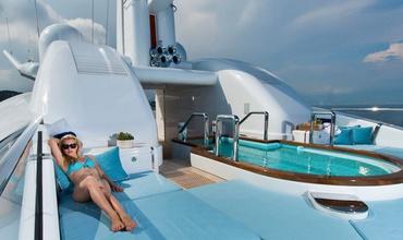 Nirvana была создана ведущей мировой судостроительной компанией Oceanco, а дизайн яхты разрабатывал австралиец Сэм Сорджиованни.