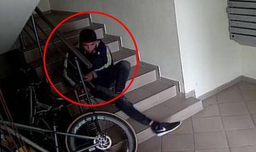 Полиция разыскивает мужчину, крадущего велосипеды.