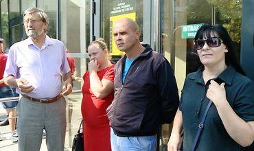 Пострадавшие от взрыва в кафе La soacra заблокировали дверь АП Кишинева.