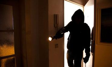 Полиция задержала трех домушников, ограбивших в столице на 400 тысяч