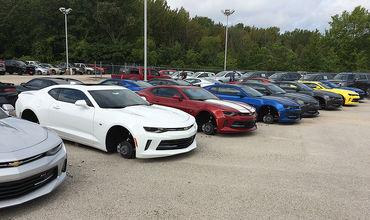 На стоянке американского дилера Chevrolet за ночь скрутили колеса с 48 машин