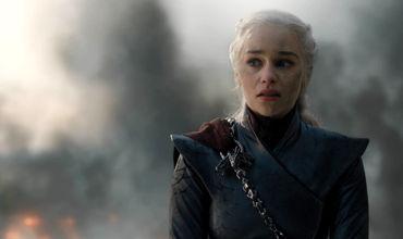 """Сотни тысяч фанатов """"Игры престолов"""" потребовали переснять последний сезон."""