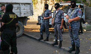 Захватившие здание полиции в Ереване отпустили двух заложников