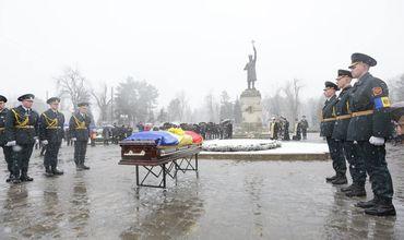 В Кишиневе простились с первым председателем молдавского парламента