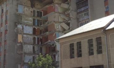 Жильцы уцелевшего дома в Атаках были эвакуированы.