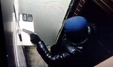 На Ботанике вооруженный грабитель попытался ограбить валютную кассу.