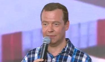 Медведев на вопрос о низких зарплатах учителей: Идите в бизнес
