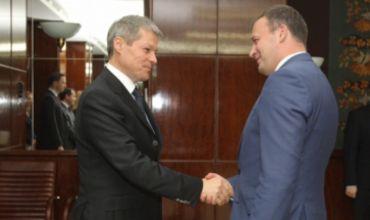 По словам Чолоша, это поможет Молдове продолжить реформы и вернуть доверие международных партнеров. Фото:gov.ro