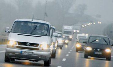 Начиная с первого дня ноября, водители автомобилей должны ездить с зажженными фарами ближнего света в дневное время.