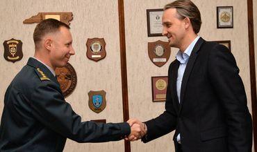 Картинки по запросу фото У Молдовы впервые появился военный атташе в США