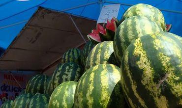Торговцы уверяют, что дыни и арбузы, которые они продают, не содержат нитратов.