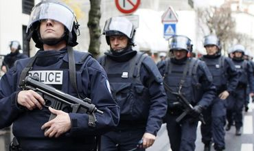Рядом с Парижем полиция застрелила душевнобольного с ножом.