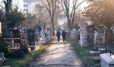 Всего из проверенных примерно 300 человек, покоящихся на двух кладбищах, правом голоса до сих пор обладают около 100.