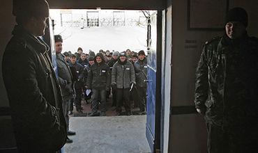 Украинским заключенным разрешили общаться на жаргоне.