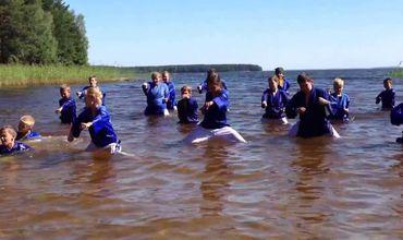 На озере Сямозеро туристическая группа из детей и инструкторов лагеря попала в шторм. Фото: wpravda.com