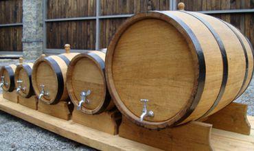 Бочки, изготовленные в селе Хородка Яловенского района, продают в Италию, Францию и в Россию.