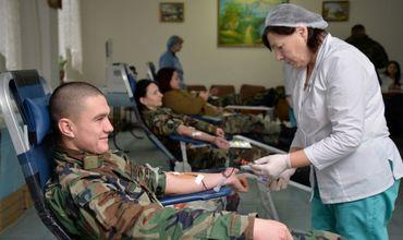 Более 300 военнослужащих приняли участие в сдаче крови