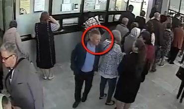 В холле одной из больниц мужчина украл из сумки у женщины финансовые средства.
