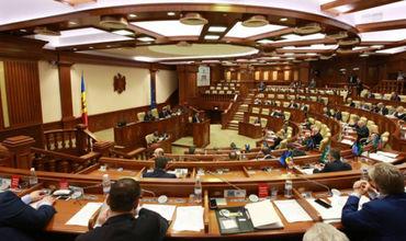 Депутаты пожелали жителям РМ мира в семье и уверенности в будущем страны