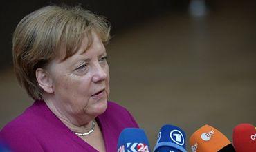 Меркель не видит достаточного прогресса для снятия санкций против России.