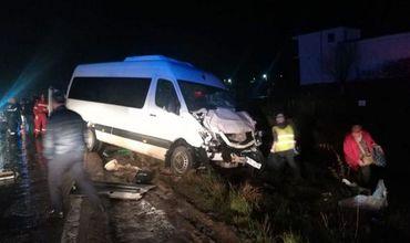 Водитель микроавтобуса, который направлялся в Молдову, развернул авто, не удостоверившись в безопасности маневра.