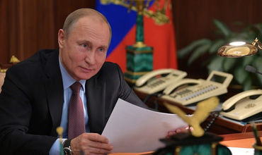 По словам Путина, он получил звание лейтенанта и командовал взводом управления гаубичной артиллерией.