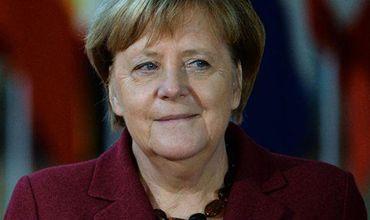 По мнению Меркель, новому газопроводу от России до Германии быть при любых обстоятельствах.
