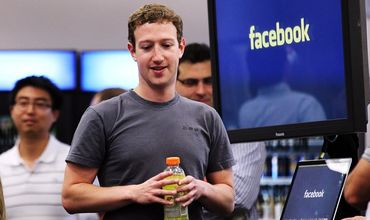Стоимость Facebook упала на миллиарды долларов на фоне скандала.