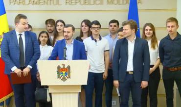 В 2020 г. правительство должно предпринять меры по решению проблем молодых людей.