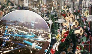 На кишиневском кладбище воруют кресты с могил и сдают их на металлолом