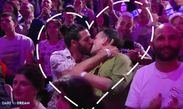 Поцелуи мужчин на Евровидении-2019 возмутили соцсети.