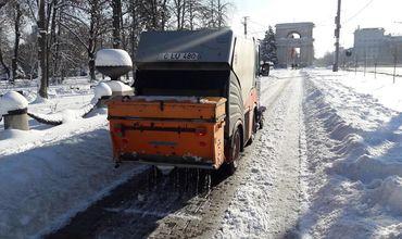 В Кишиневе продолжаются работы по очистке улиц от снега