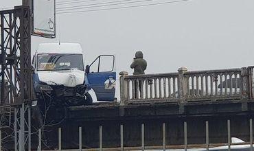 Два человека были доставлены в больницу, а на водителя заведено уголовное дело.