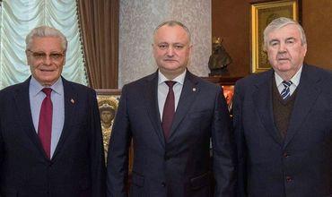 Два бывших президента Мирча Снегур и Петр Лучинский выступили с открытом письмом в поддержку Игоря Додона.