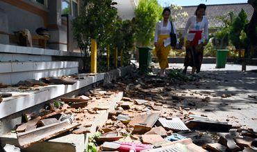 Кроме того, 44 здания, в том числе отель, школы и магазины были разрушены в результате стихийного бедствия.
