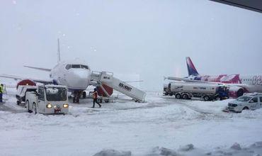 Из-за непогоды в аэропорту Ясс самолеты взлетают с большими задержками