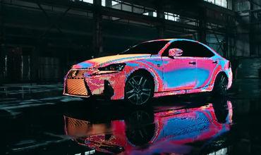 Lexus покрыла машину 42 тысячами светодиодов.