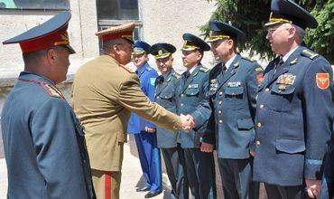 Молдова также лидирует и по количеству сфер, в которых существует звание генерал.