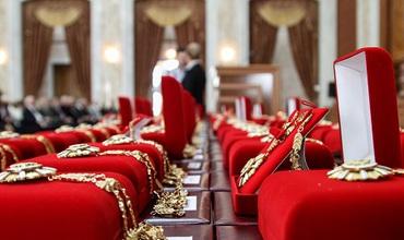 Лауреаты Национальной премии награждены правительством призами в размере 100 000 леев каждый.