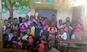 Copii din Africa, cântă în limba română. Cine-i moldoveanca care i-a învățat. Foto: prime.md
