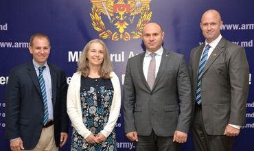 Члены Конгресса США посетили Министерство обороны Молдовы .