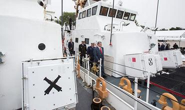 """Церемония передачи ВМС Украины двух патрульных катеров береговой охраны класса """"Island""""."""