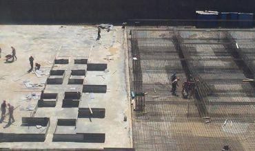 Строительство на данном участке идет полным ходом.