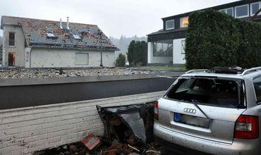 В результате торнадо, обрушившегося на немецкую коммуну Рётген, пострадали пять человек.