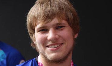 19-летний спортсмен одержал пять побед.