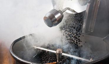 В кофемолку отправлялись зерна как комнатной температуры, так и замороженные до –196 °C.